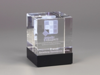<p><em><strong>Материалы:</strong>&nbsp;оптическое стекло, камень долерит&nbsp;</em></p> <p><em><strong>Технологии:</strong>&nbsp; &nbsp;лазерная гравировка внутри стекла, УФ склейка</em></p> <p><em><strong>Функциональность:</strong>&nbsp;светодиодная подсветка</em></p> <p><strong><em>Размер,мм:&nbsp;</em></strong><em>130х100х100</em></p> <p><em><em><strong>Примерная стоимость, руб.:</strong>&nbsp; 4 700</em></em></p> <p><em><em><em>изделия изготавливаются по Вашим индивидуальным требованиям,&nbsp;</em><em>стоимость зависит от сложности изготовления, материалов и тиража</em></em></em></p>