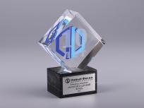 <p><em><strong>Материалы:</strong>оптическое стекло, камень доломит, металл</em></p> <p><em><strong>Технологии:</strong> лазерная гравировка внутри стекла, гравировка на металлическом шильде, трафаретная печать, УФ склейка</em></p> <p><strong><em>Размер,мм:</em></strong><em>140х110х50</em></p> <p><em><span><strong>Примерная стоимость, руб.:</strong> 2 100</span></em></p> <p><em><span><em>изделия изготавливаются по Вашим индивидуальным требованиям,</em><em>стоимость зависит от сложности изготовления, материалов и тиража</em></span></em></p>