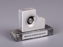 <p><em><strong>Материалы:</strong>&nbsp;металл, камень доломит&nbsp;</em></p> <p><em><strong>Технологии:</strong>&nbsp;лазерная гравировка на металлическом шильде, УФ склейка</em></p> <p><strong><em>Размер,мм:&nbsp;</em></strong><em>120х40х20</em></p> <p><em><strong>Примерная стоимость, руб.:</strong>&nbsp;1 900</em></p> <p><em><em><em><em><em><em><em><em>изделия изготавливаются по Вашим индивидуальным требованиям,&nbsp;</em><em>стоимость зависит от сложности изготовления, материалов и тиража</em></em></em></em></em></em></em></em></p>