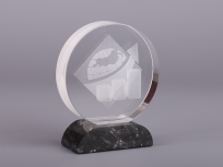 <p><em><strong>Материалы:</strong>&nbsp; оптическое стекло, камень доломит</em></p> <p><em><strong>Технологии:</strong>&nbsp;лазерная гравировка внутри стекла, уф склейка</em></p> <p><em><em><em><em><em><em><em>изделия изготавливаются по Вашим индивидуальным требованиям,&nbsp;</em><em>стоимость зависит от сложности изготовления, материалов и тиража</em></em></em></em></em></em></em></p>